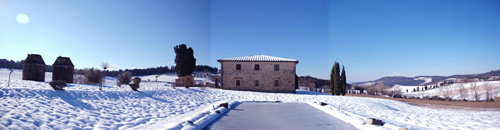 photo villa in tuscany with pool and snow