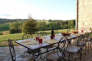 Villa in Tuscani chianti area wit table
