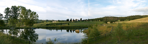 rent villa in tuscany with lake