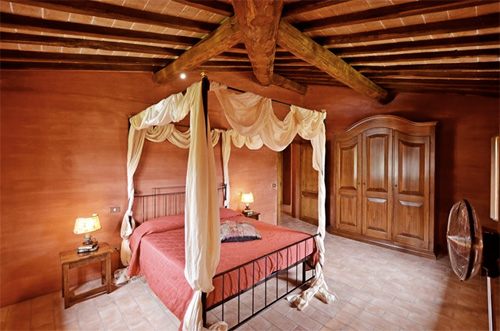 bedrom of tuscan holiday apartment
