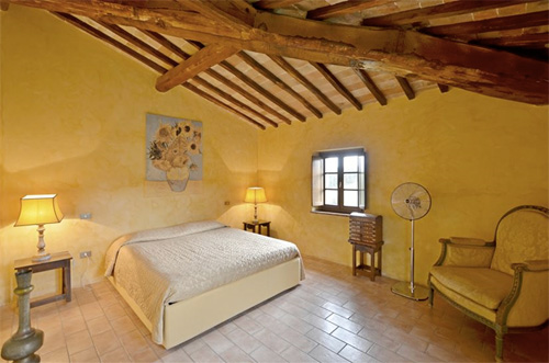 the confortable bedroom of the tuscan villa