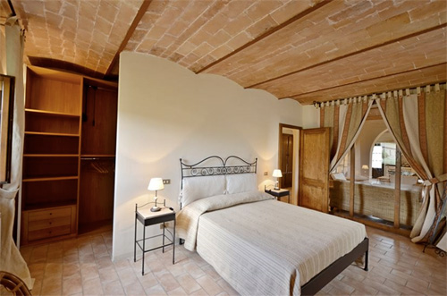 the bedroom of tuscan villa with arch