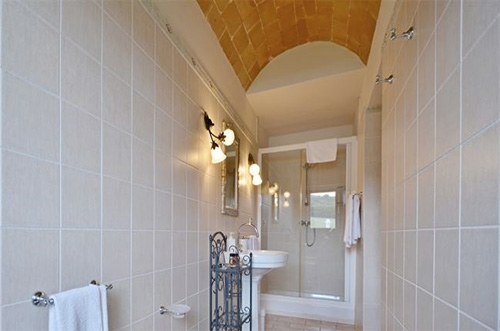 tuscan villa with big shower