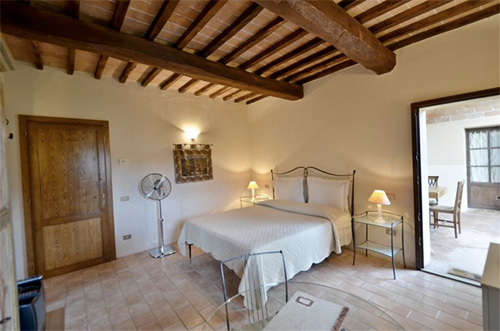 the green room of tuscan villa