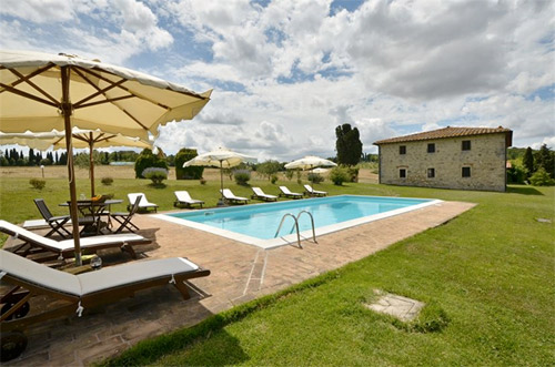 the pool of the tuscan villa