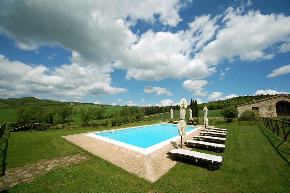 tuscan-farmhouse-swimming-pool