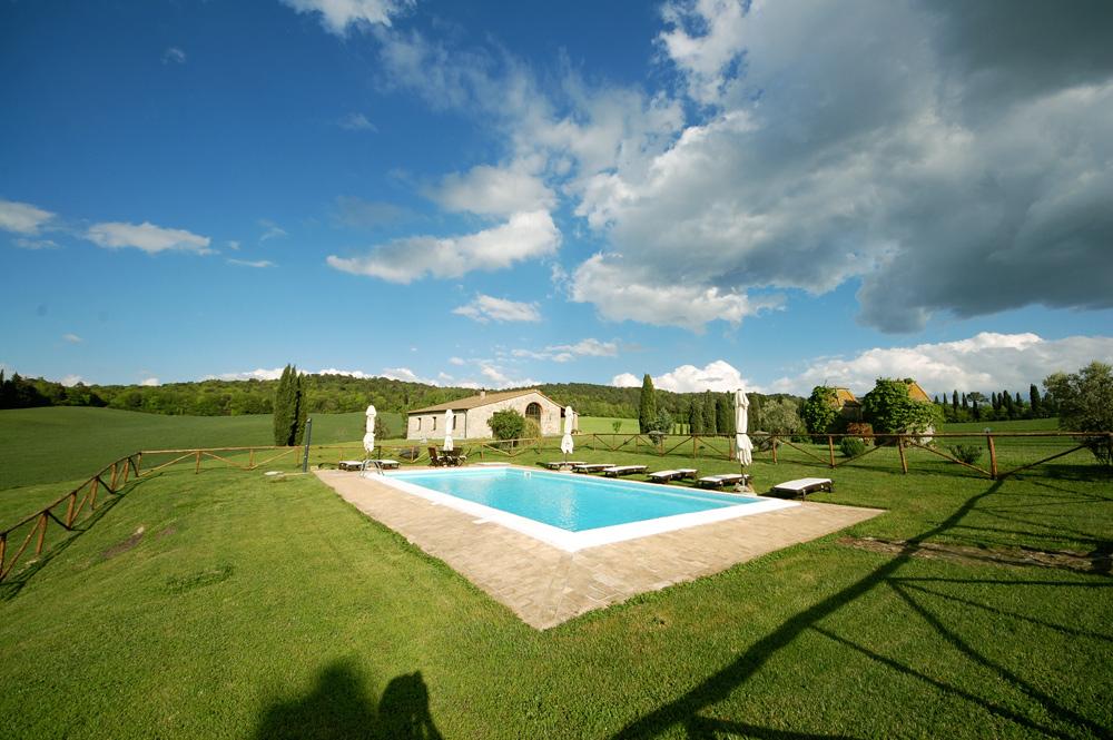 villa-pool-tuscany