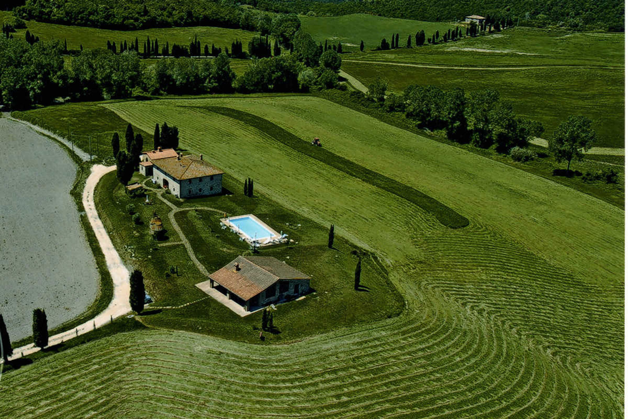 rent farmhouse in tuscany easter