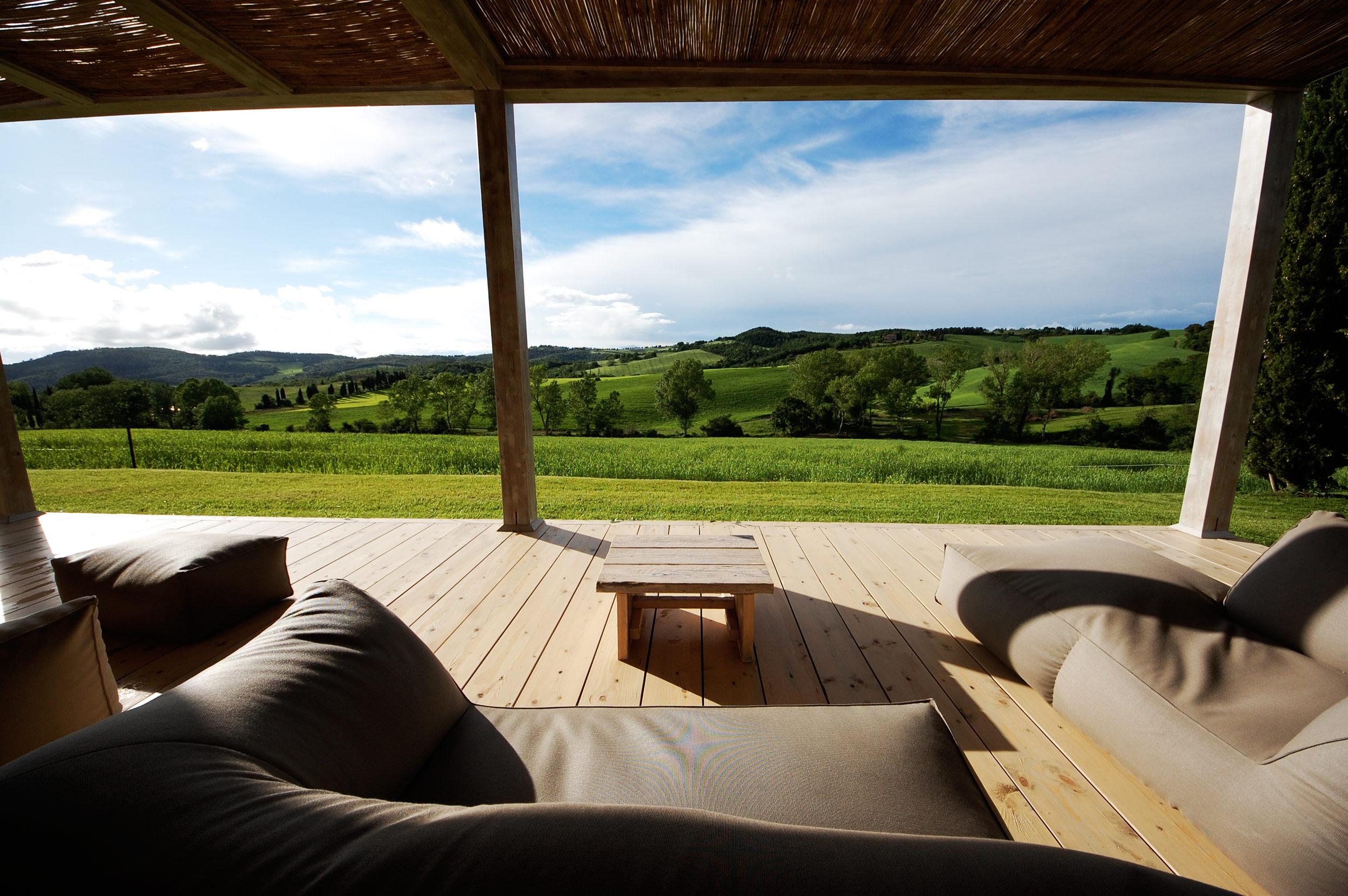 panoramic-living-room