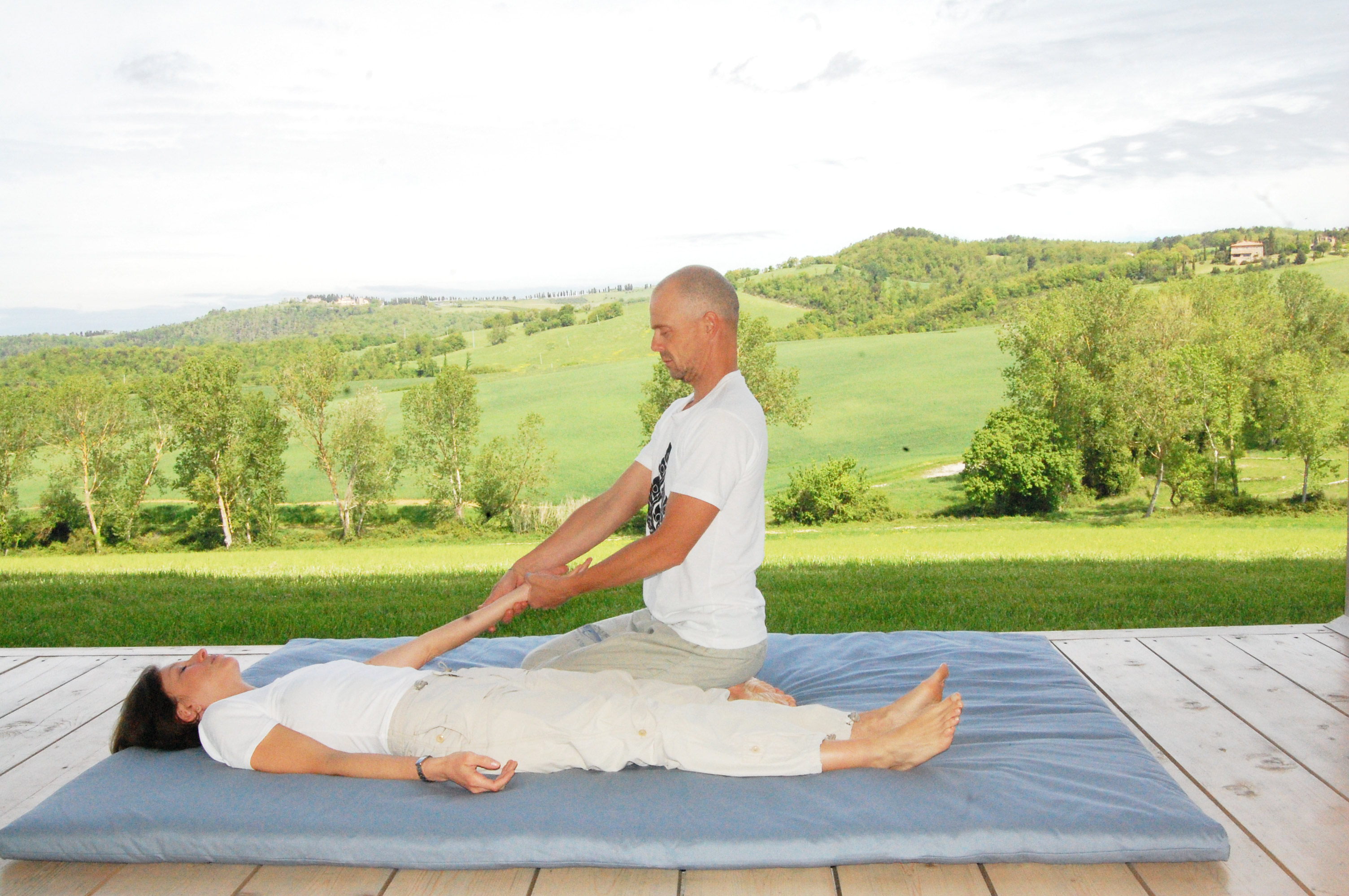 thai massage at the arms
