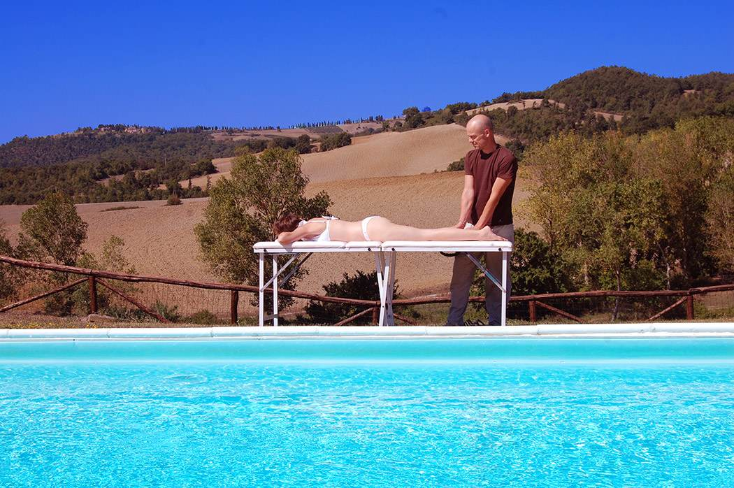 relaxing massage in Tuscany