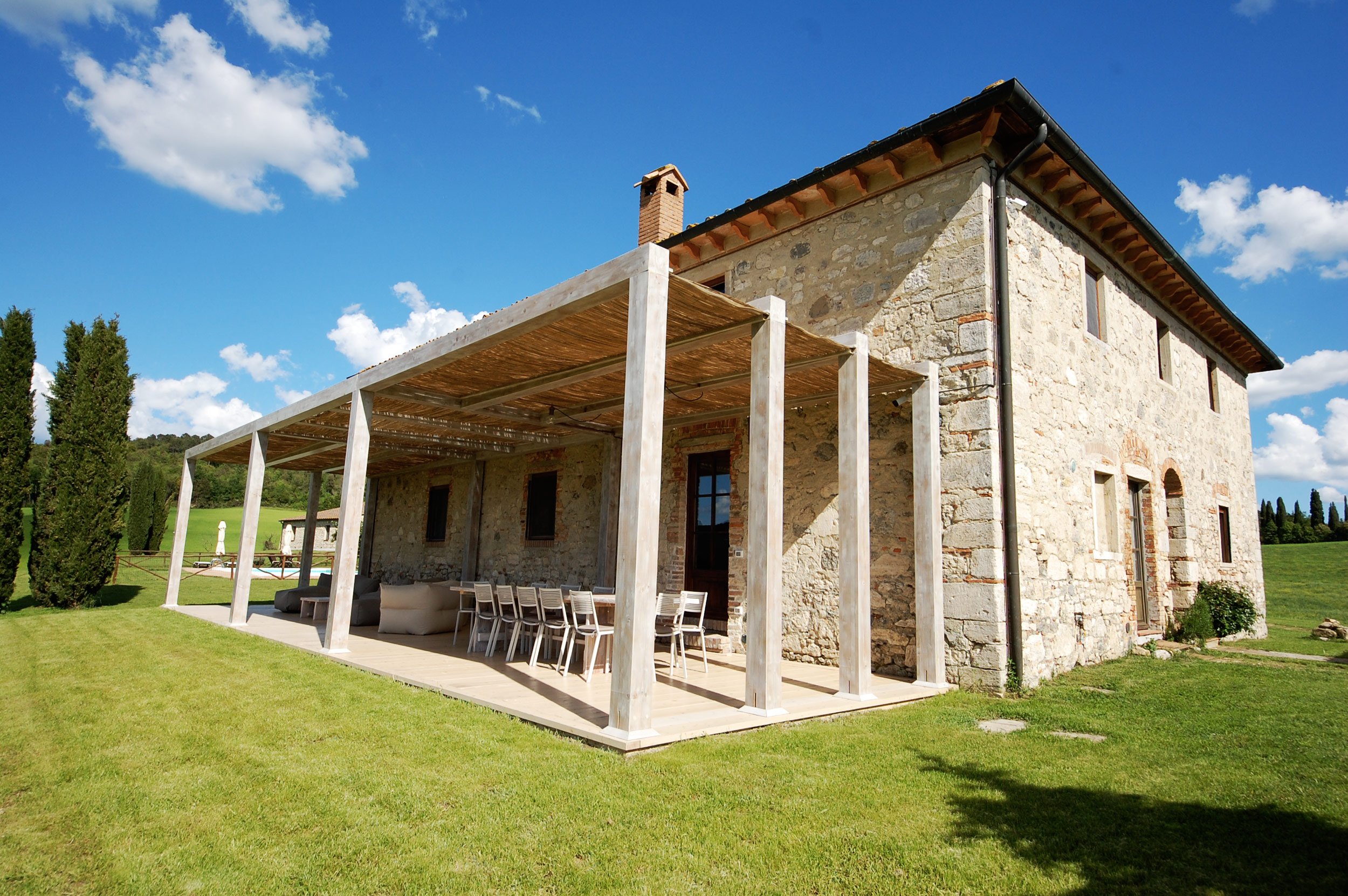 rent indipendent villa tuscany