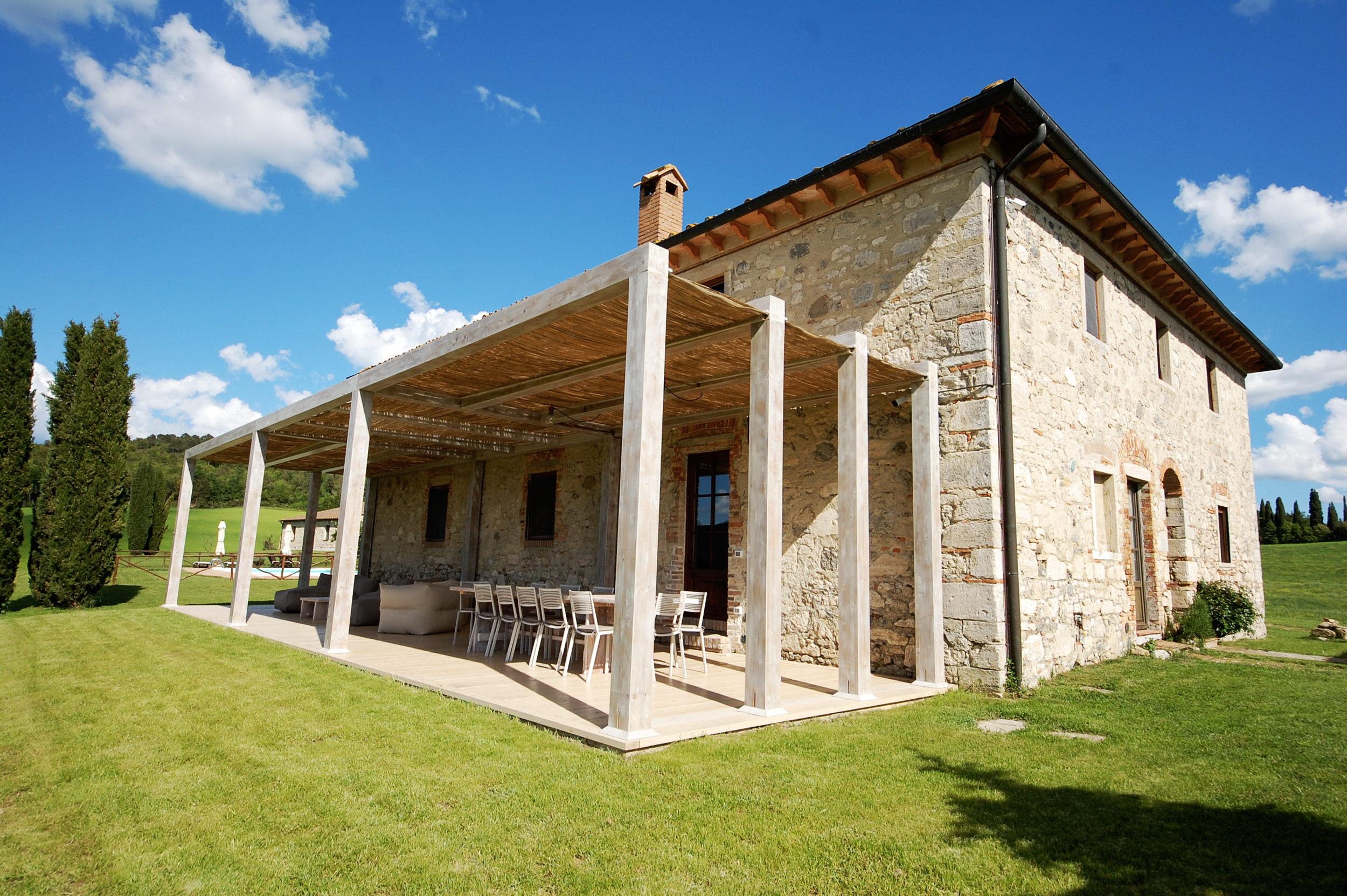 rent indipendent villa tuscany