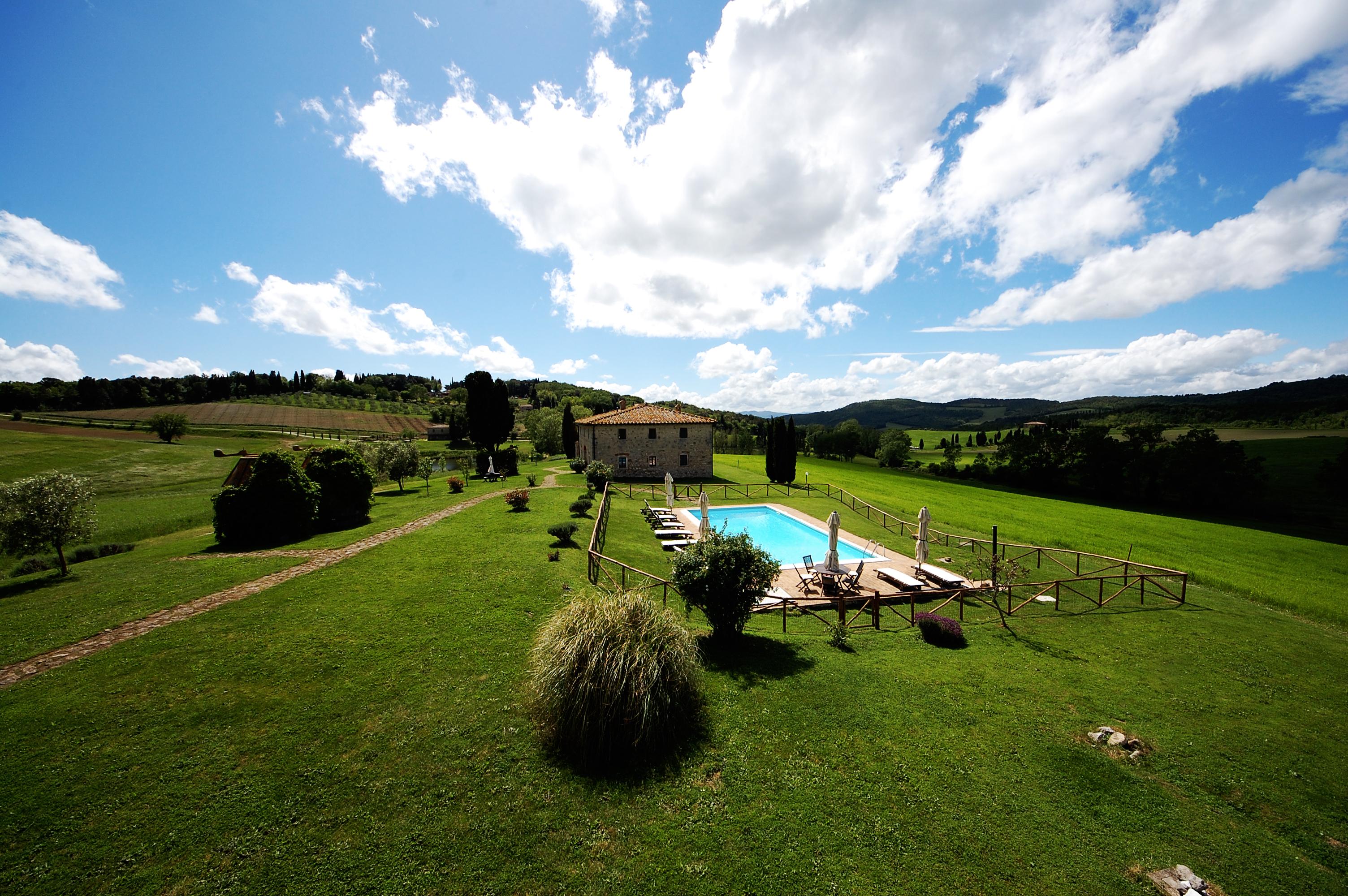 privacy tuscan villa pool