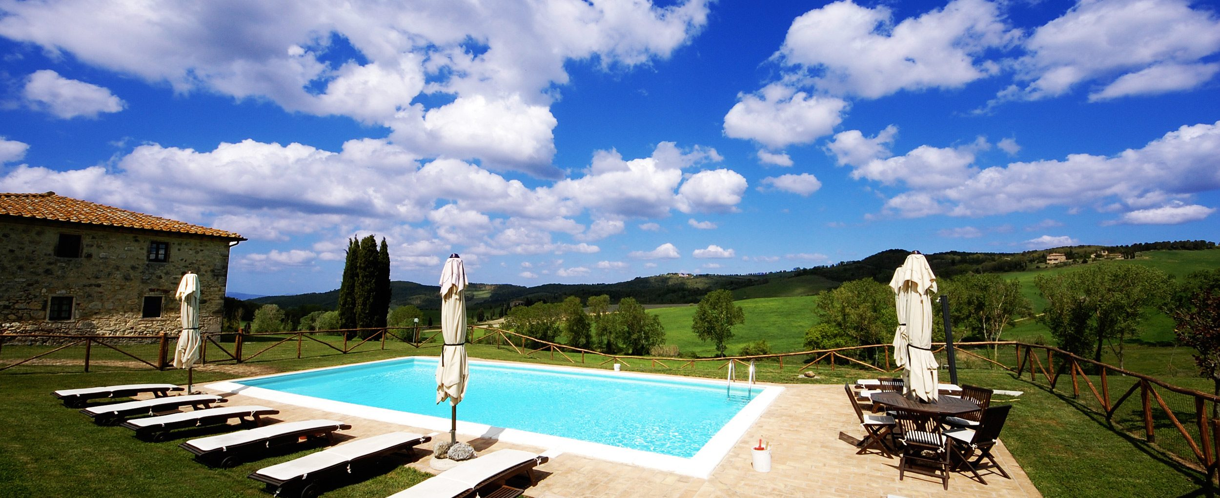 villa pool in tuscany