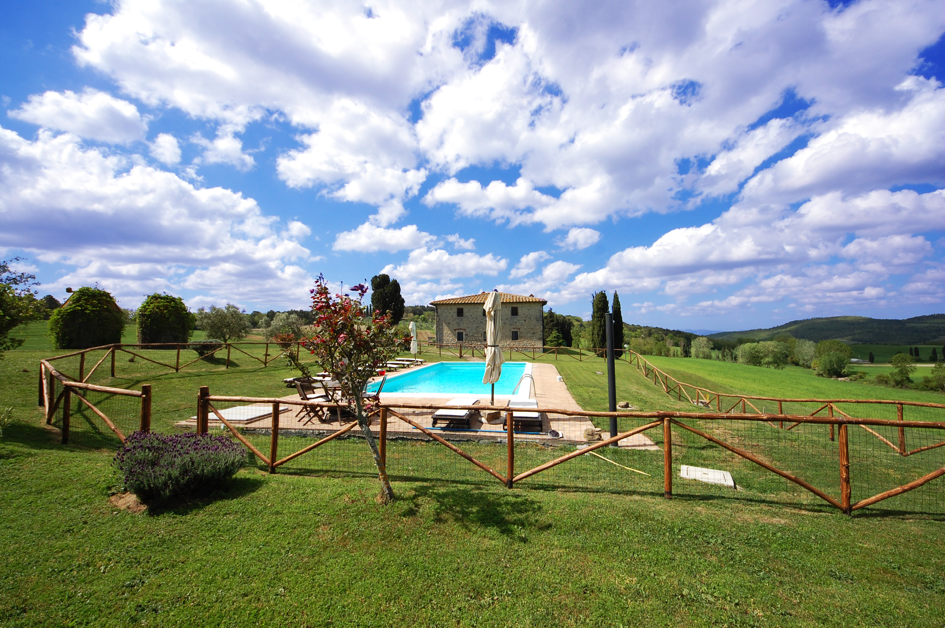 rent villa swimming pool tuscany
