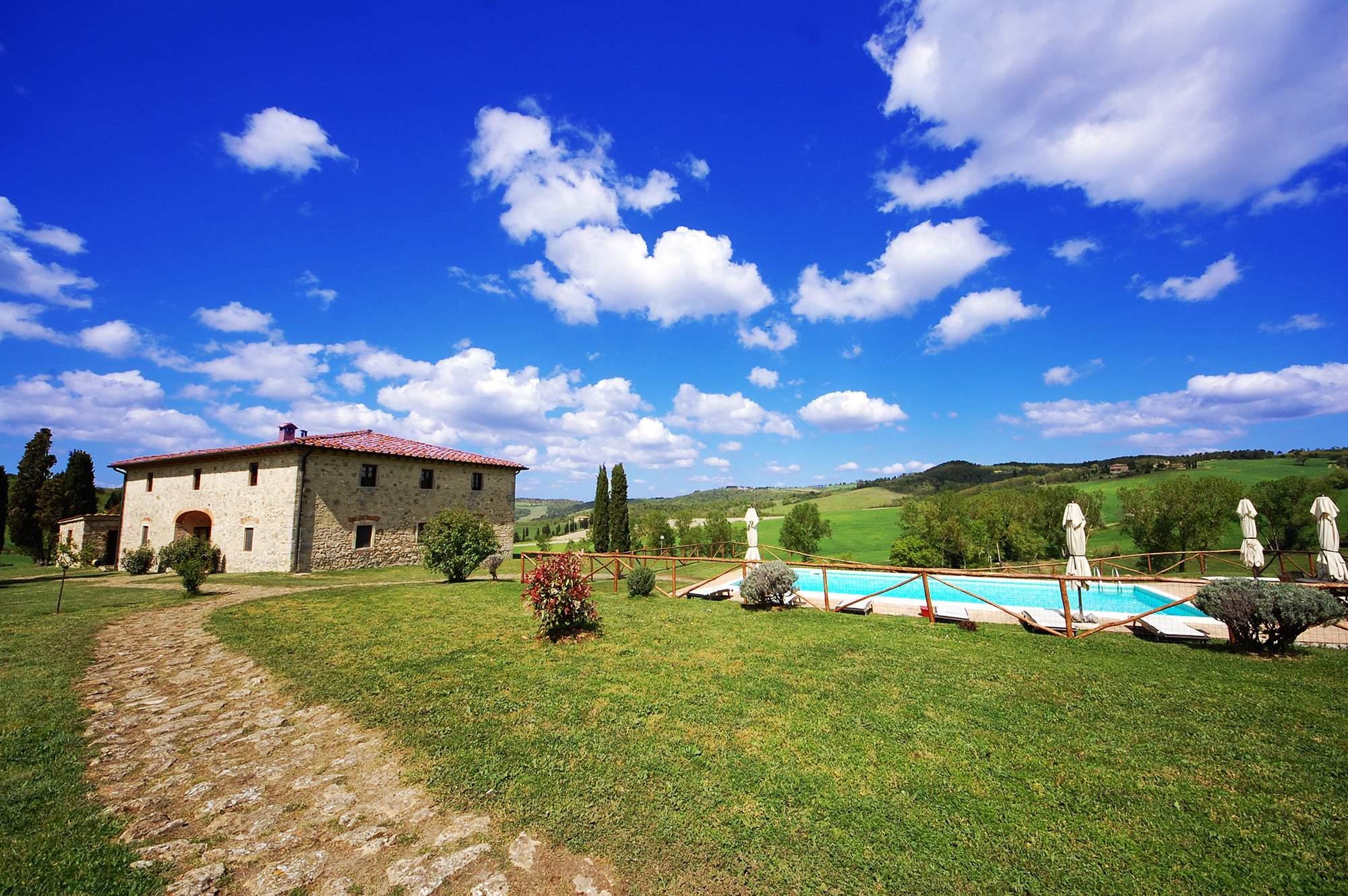 exterior countryside tuscany villa
