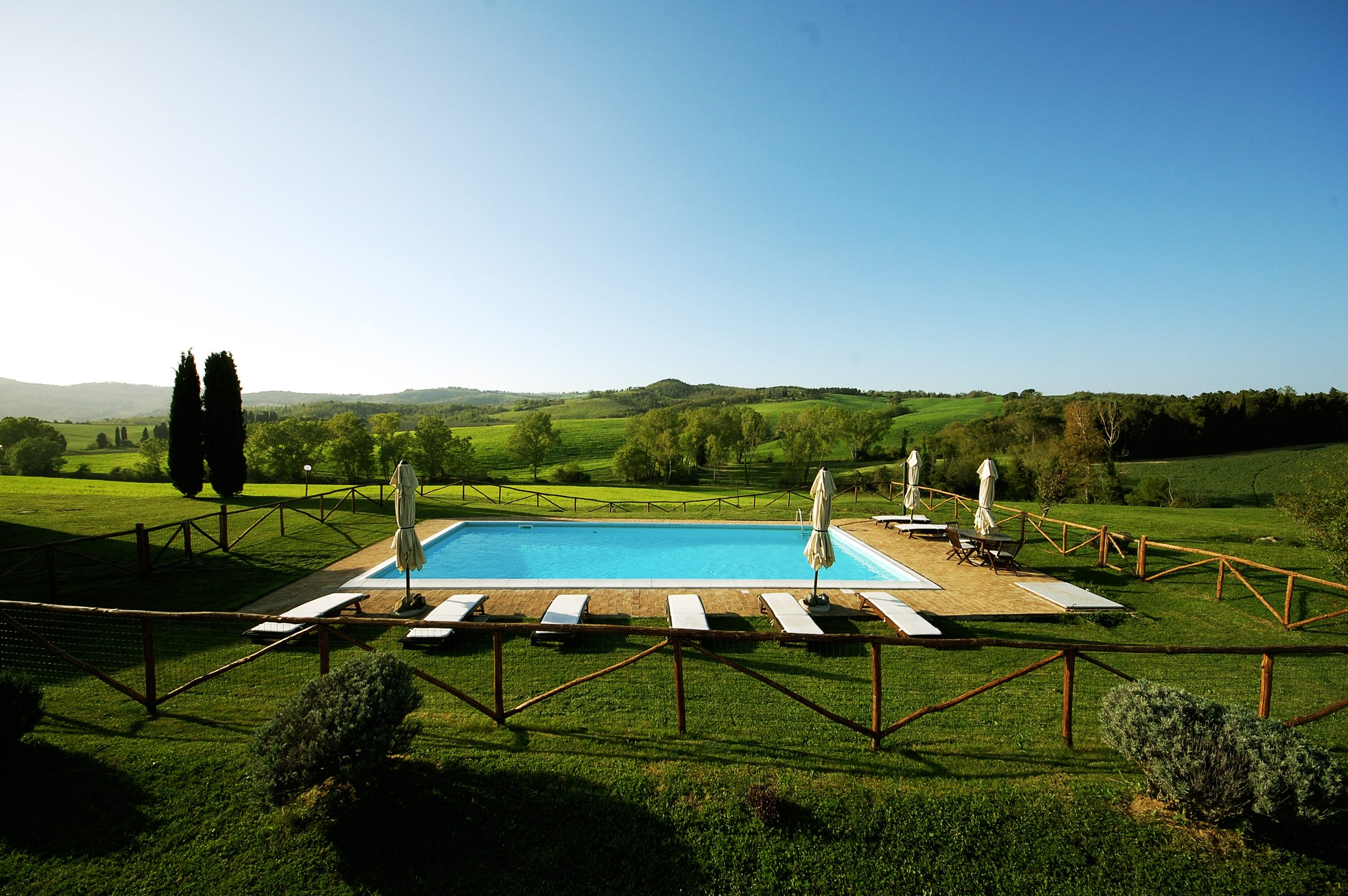 Rent tuscan villa fenced pool