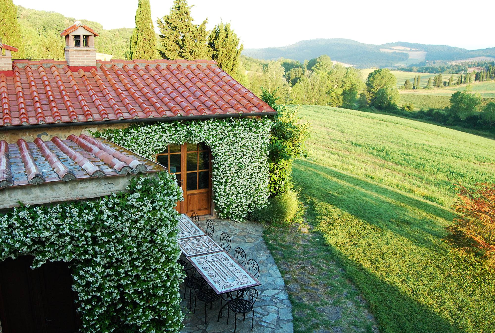 table-tuscan-indipendent-farmhouse