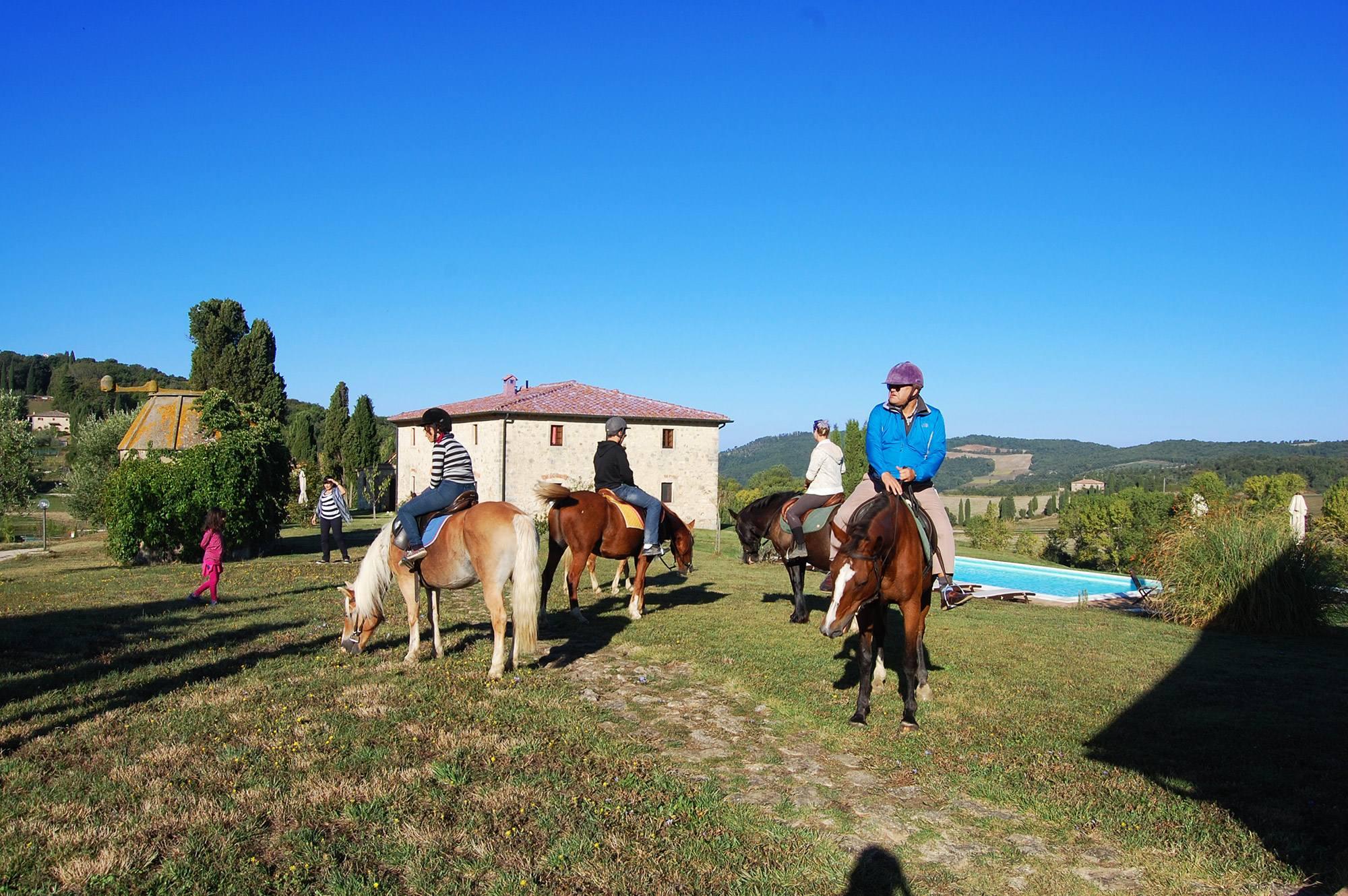 horseback riding tuscany villa