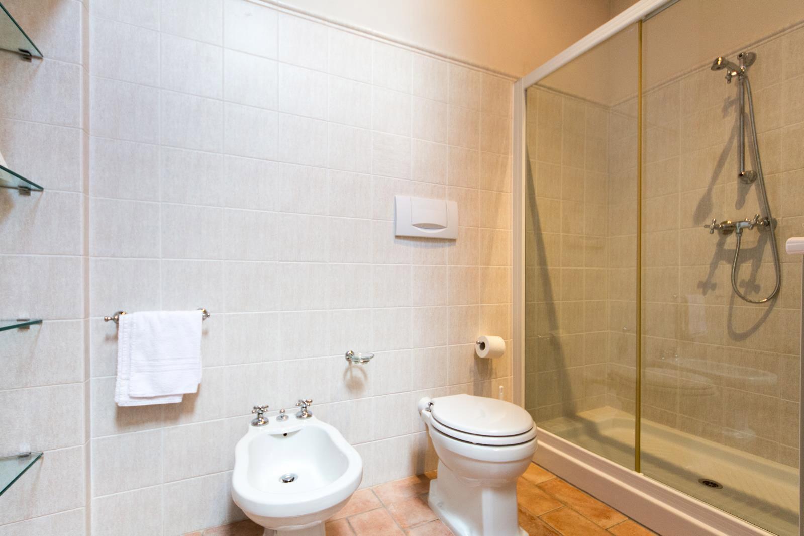 bathroom villa rental in tuscany