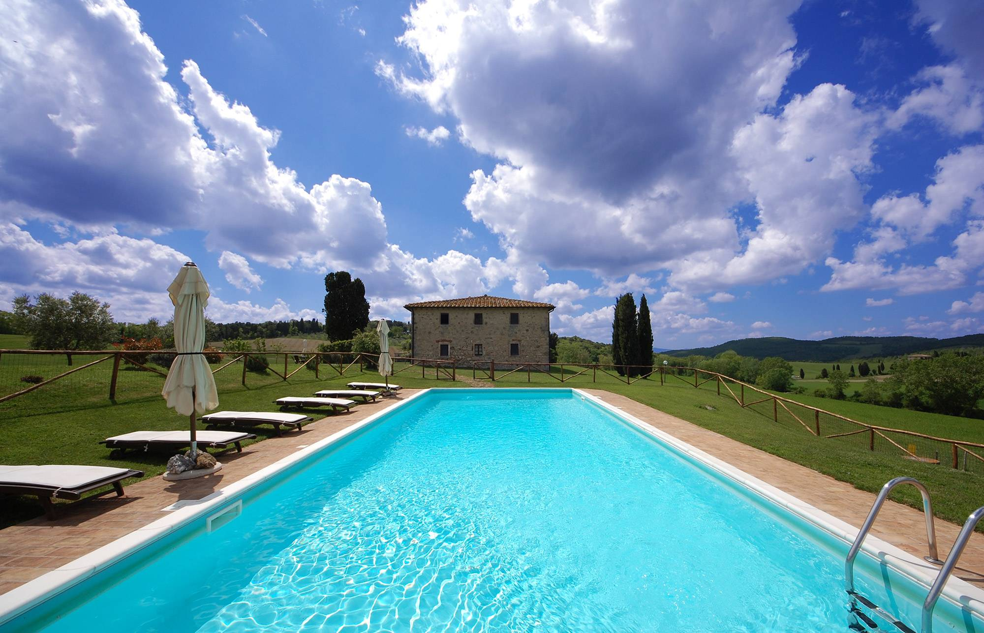 exlusive villa poll rent in tuscany