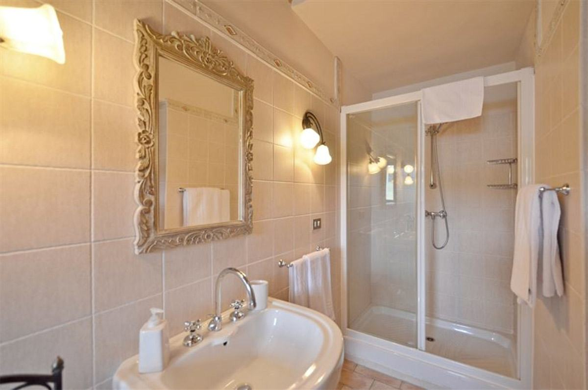 bathroom villa in tuscany