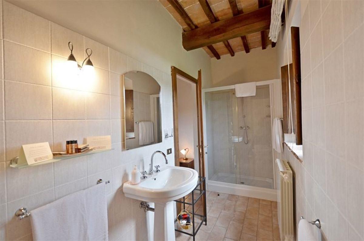 villa tuscany bathroom