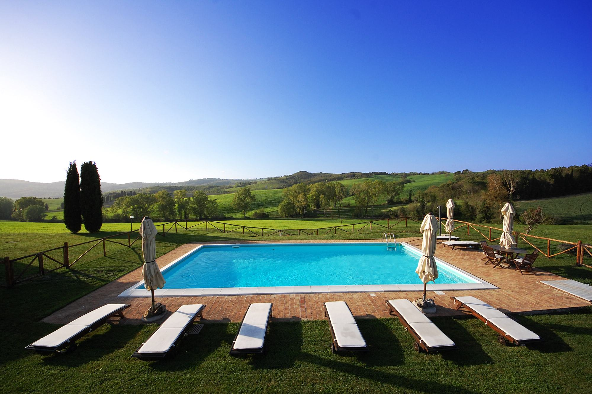Villa panoramic pool in tuscany