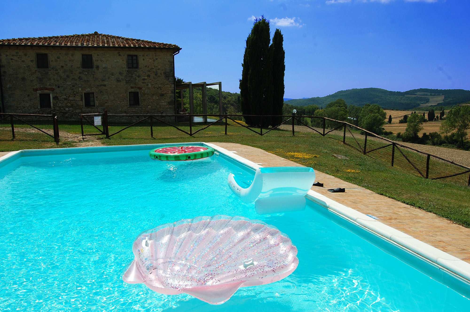 rent exclusive tuscan villa