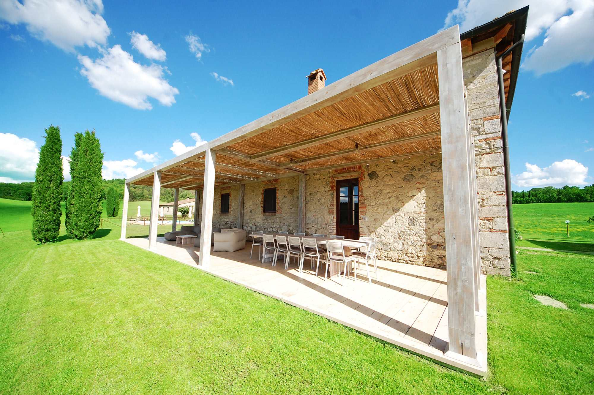 rent villa in tuscany with veranda