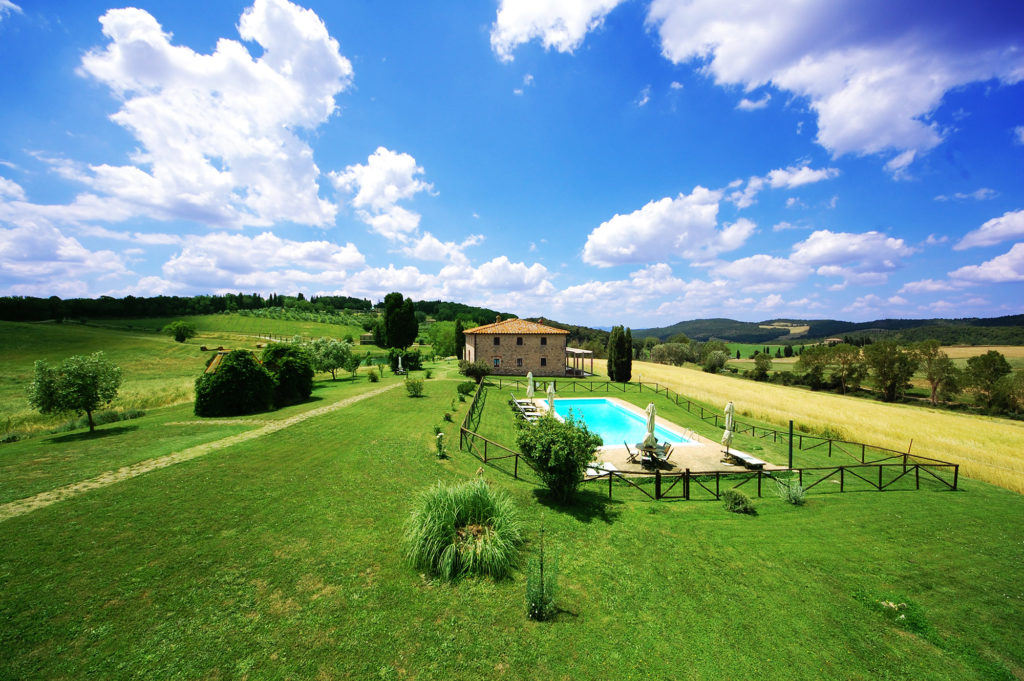 rent private villa pool in tuscany